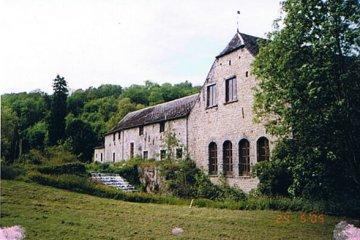 Foto van <p>Moulin du Château<br />Marteau Longe</p>, Arbre (Profondeville), Foto: Robert Van Ryckeghem, Koolkerke | Database Belgische molens