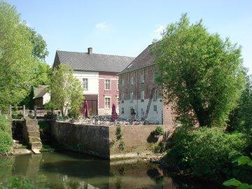 Foto van Ter Biestmolen<br />Simoensmolen, Nederzwalm-Hermelgem (Zwalm), Foto: Marnix Demoor, 21.05.2010 | Database Belgische molens