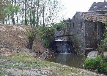 Foto van <p>Ichelgemmolen<br />Ukkelgemmolen<br />Molen van Ichelgem<br />Molen van Onze-Lieve-Vrouw<br />Watermolen Trappenhoeve</p>, Mollem (Asse), Foto: Pierre Peeters, 20.11.2013 | Database Belgische molens