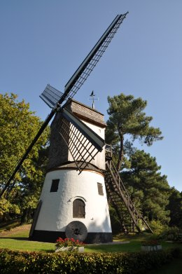Foto van Oude Molen<br />Molen der Zeemeermin, Knokke (Knokke-Heist), Foto: Donald Vandenbulcke, Staden, 02.10.2011 | Database Belgische molens
