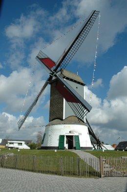 Foto van Oostmolen<br />Kleine Molen, Gistel, Foto: Donald Vandenbulcke | Database Belgische molens