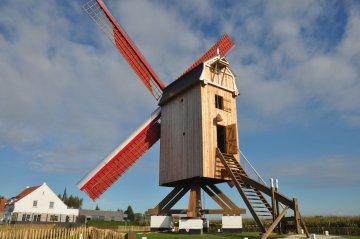 Foto van Geersensmolen<br />Dorpsmolen<br />Lievensmolen<br />Zuidmolen, Klemskerke (De Haan), Foto: Donald Vandenbulcke, Staden, 06.10.2013 | Database Belgische molens
