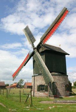 Foto van Preetjesmolen<br />Preetjes Molen, Heule (Kortrijk), Foto: Luc Soens, Heule   Database Belgische molens