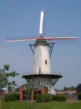Foto van Hostensmolen<br />Hostemolen, Ruiselede, Foto: Donald Vandenbulcke, Staden   Database Belgische molens