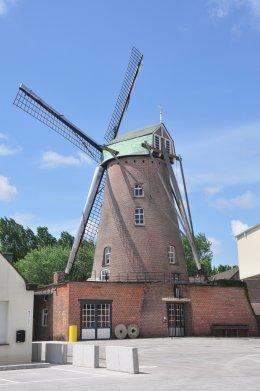 Foto van Kazandmolen, Rumbeke (Roeselare), Foto: Donald Vandenbulcke,  Nieuwpoort   Database Belgische molens